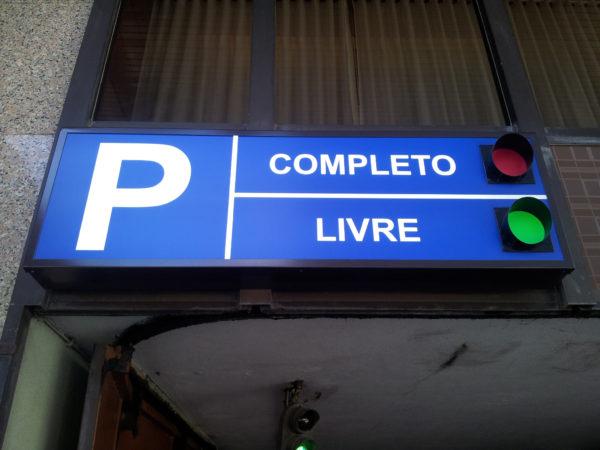 Letreiros Neolux - Parque de estacionamento